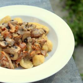 Gnocchi with chanterelle mushrooms and brown champignons