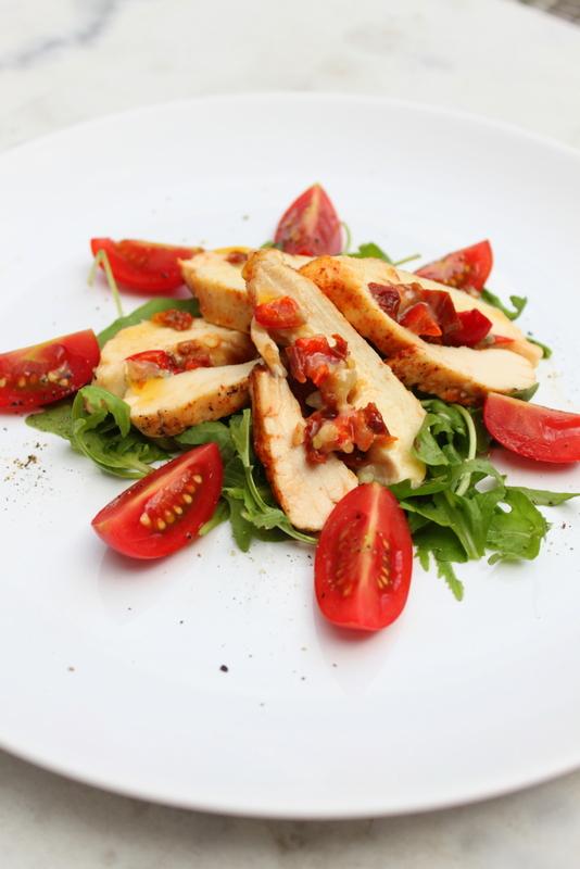 Pierś z kurczaka faszerowana suszonymi pomidorami i gorgonzolą