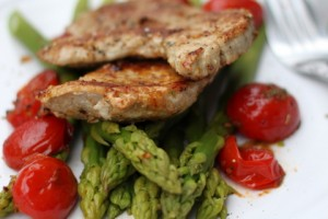 Pork chops with green asparagus