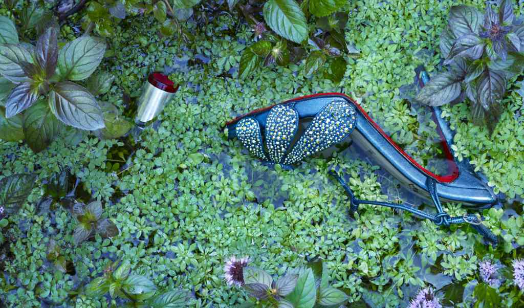 /Users/peterlippman/Pictures/louboutin rivière/Output/.blue sans shoeCF031542.tif